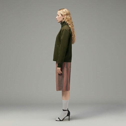 Ladies side zip jacket side view sleeve length